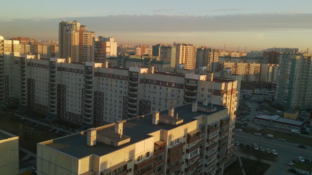 Nie jak żyć tym razem a gdzie żyć – w Petersburgu.