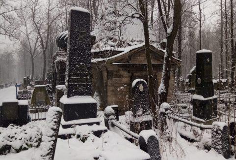 Spokojny spacer po Cmentarzu Żydowskim