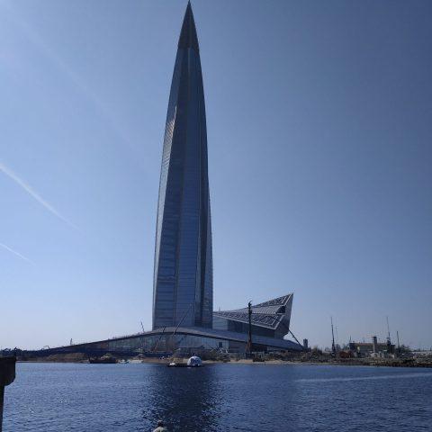 Zmierzenie wzrokiem najwyższego budynku w Europie (Lakhta Centr)