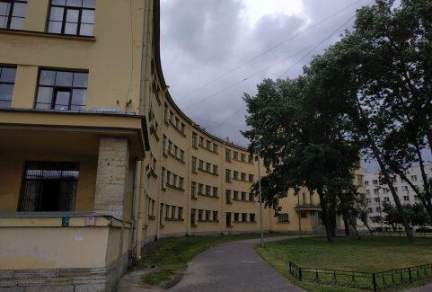 Podążanie szlakiem architektury konstruktywizmu na Narwskiej